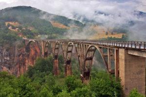 Мост через реку Тара горы Черногории