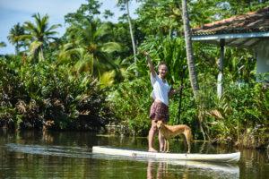 САП прогулка по тропической реке на Шри Ланке