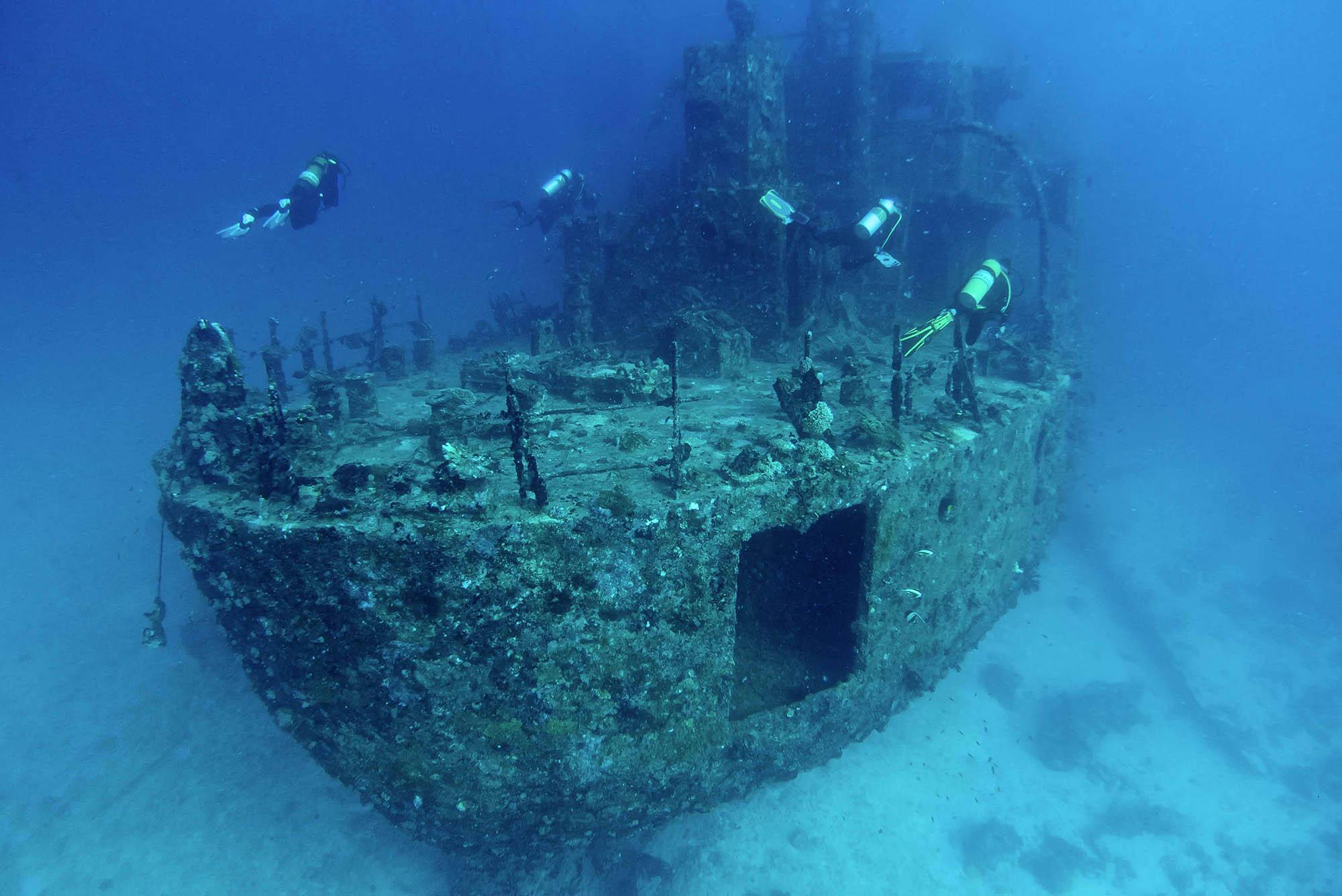 Отыщи обломки затонувшего корабля!
