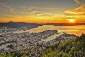 Фантастический закат над городом Берген