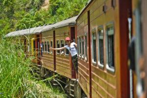 На поезде через горы Шри Ланки