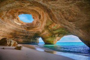 Уникальная пещера Benagil