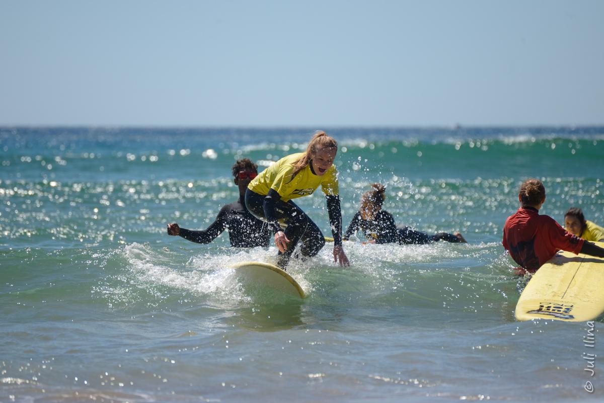 Побережье Атлантичнеского океана - лучшее место, чтобы попробовать серфинг