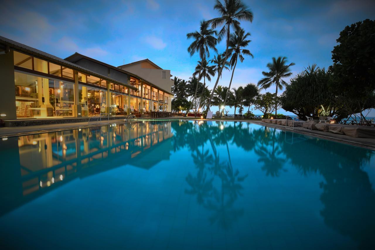 Вечерний вид Шри Ланка пляж в Индийском океане