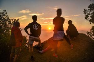 Встречаем рассвет в горах Канди