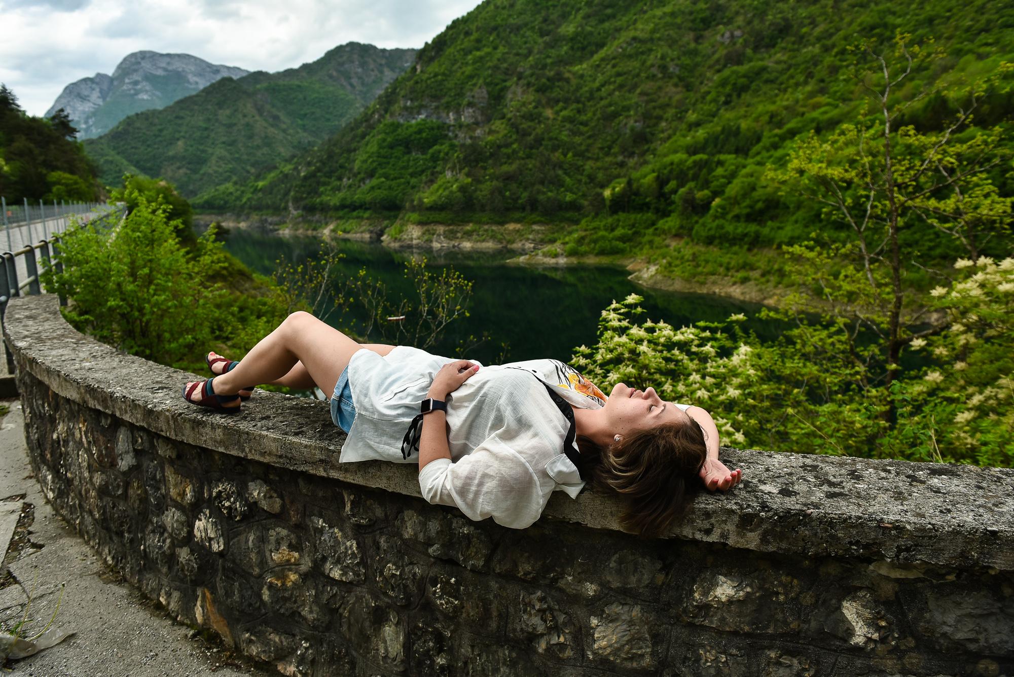 Уютное маленькое озеро в Альпах манит отдохнуть