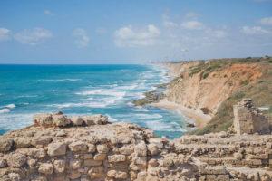 Парк Аполлония с руинами древней крепости Израиль