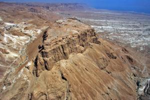 Крепость Масада на вершине горы у Мертвого моря